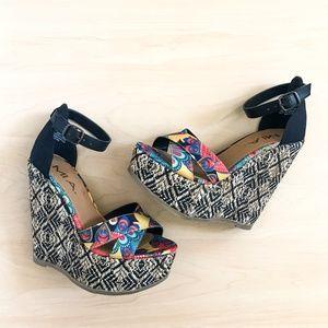 NIB MIA Reeba Black Multicolor Wedge Sandals
